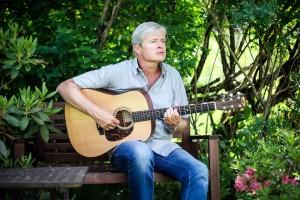 Jan Schwencke med gitar