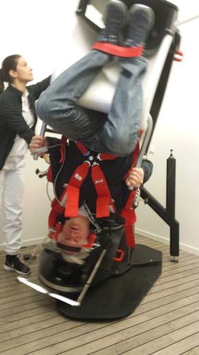 """I mars prøvde jeg denne """"snurr-meg-rundt-stolen"""" i Stavanger. Kunne den også ha en positiv effekt på min hjerne og trettbarheten? (Innlegg8)"""